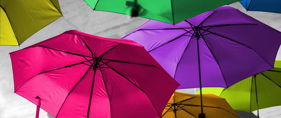Grenzverletzungen, bunte Regenschirme