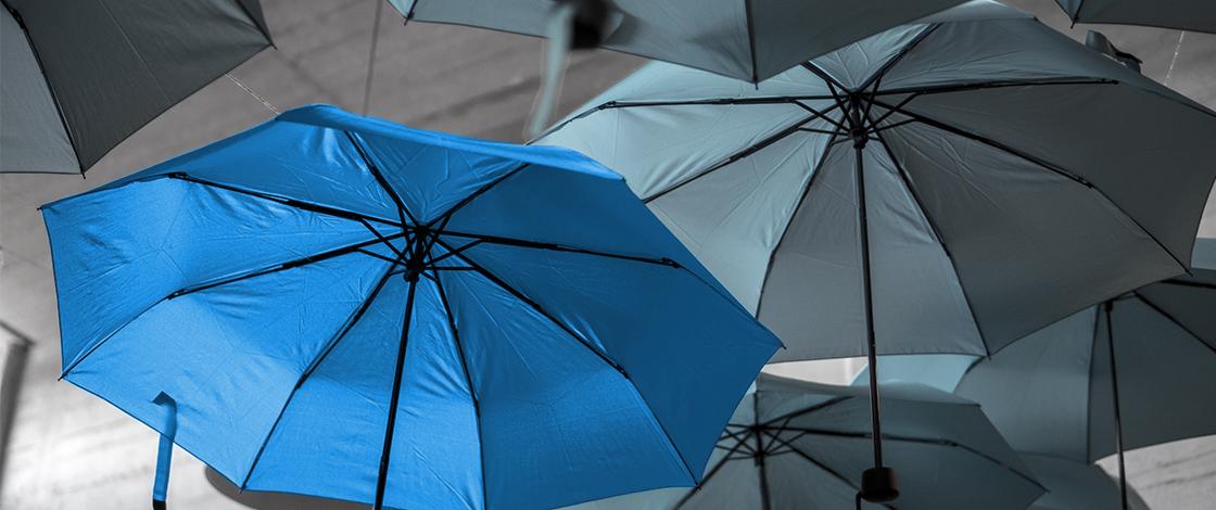 Regenschirm hellblau